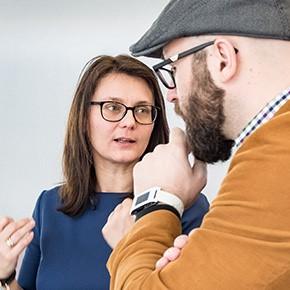 Softwarepark-Managerin Dr. Sonja Mündl führt ein Kooperationsgespräch.
