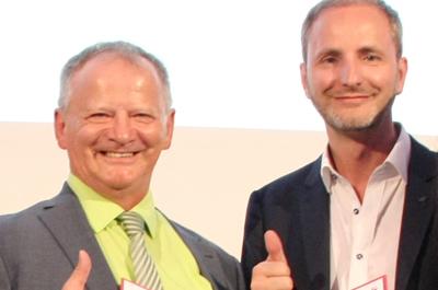 Gruppenfoto mit zwei Personen frontal: COUNT IT Geschäftsführer Maximilian Wurm und Peter Berner beim Staatspreis 2016