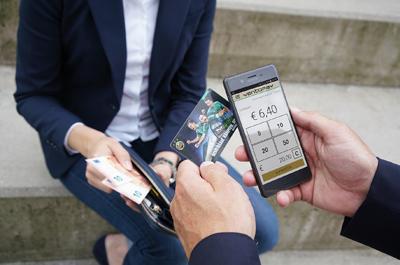 Bilddarstellung: Aufladen der Stadion-Bezahlkarte mithilfe der mobilen Kassen-App mocca.touch.mobile