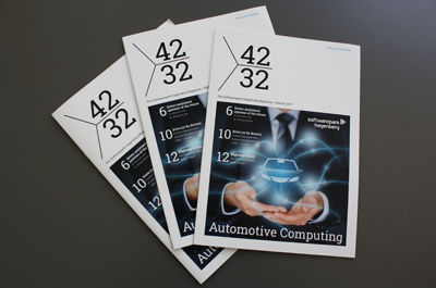 3 englische Softwarepark Hagenberg Magazine liegend auf einem Tisch