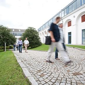 Start-up Treffpunkt im Innenhof des Meierhofes im Softwarepark Hagenberg.