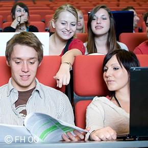 Studierende der FH OÖ Campus Hagenberg im Hörsaal Audimax.