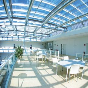 Atriumterasse im Bürogebäude IT-Center