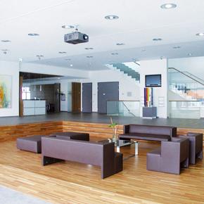 Veranstaltungsbereich Arena im Bürogebäude amsec